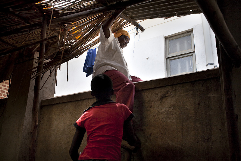 2009_12_XMASinUganda07